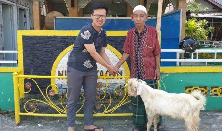 Anzon Toyota Menyalurkan Hewan Qurban ke Warga Tanjung Harapan